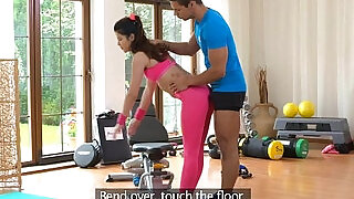 Fitnessrooms gym instructor pulls down her yoga pants for sex - 14:00