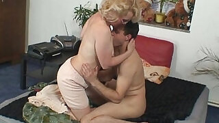 Naughty grandma gives up her pussy - 6:00