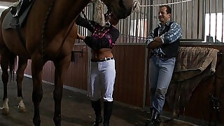 Sporty amateur teen takes riding lessons for pussy fun - 21:00