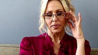 Bad teacher milf julia ann shows you how to get extra credit - 10:00