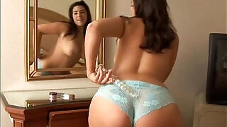 Pretty chubby honey loves to play on cam with her fat juicy pussy - 11:00
