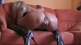 Squirting mature slut gets her ass fucked - 6:00