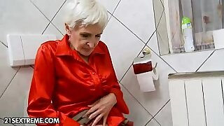 Young harem blond Granny Hungry gives hairy head - 5:46
