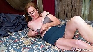 Dildo undressing hairy porn mature MILF - 11:02